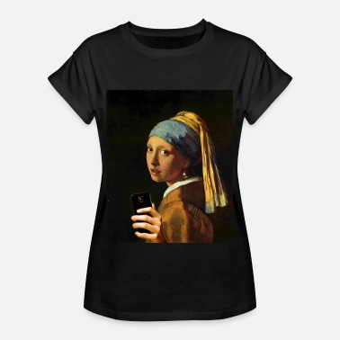 Famous Painting Vermeer girl with pearl earring and smartphone - Women's Oversize T-Shirt