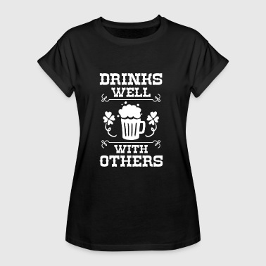 Drinks well with others - St. Patricks Day - Frauen Oversize T-Shirt