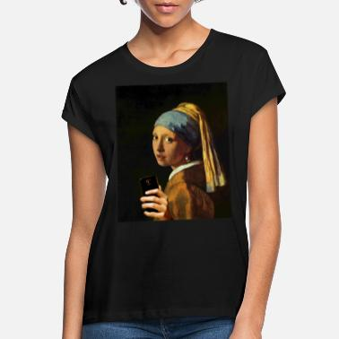 Painting Vermeer girl with pearl earring and smartphone - Women's Loose Fit T-Shirt