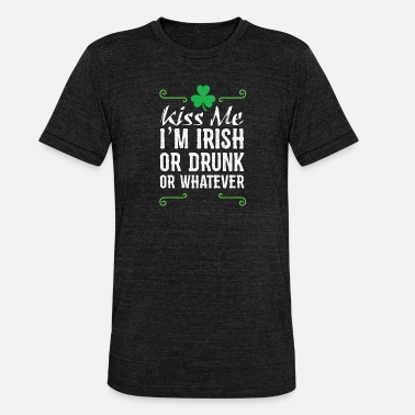 Kiss Me I'm Irish - Funny Party Text Design - Unisex tri-blend T-shirt van Bella + Canvas
