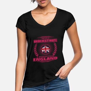 Womans England Never Underestimate Woman Woman ENGLAND png - Women's Vintage T-Shirt