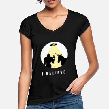 Ray Of Light I believe - Bigfoot & Unicorn Ufo with ray of light - Women's Vintage T-Shirt