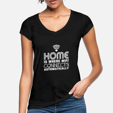 Home Is Where Wifi Connects Automatically home is where the wifi connects automatically II - Camiseta vintage mujer