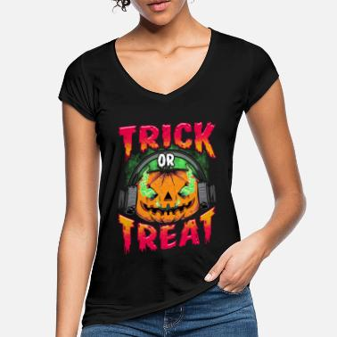 Evil Pumpkin with Trick or Treat headphones - Women's Vintage T-Shirt