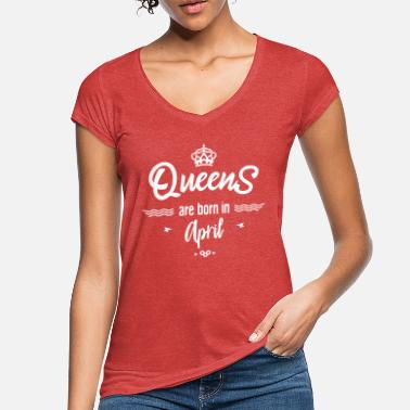 Queens are born in april- - Women's Vintage T-Shirt