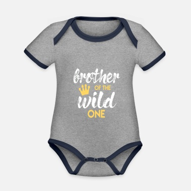 Wild Brother of the Wild One Bruder Geschenk zum Baby - Baby Bio Kurzarmbody zweifarbig