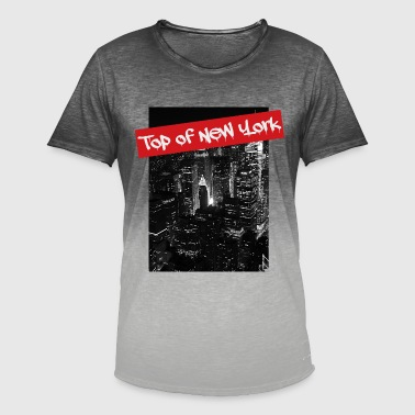 At night over the rooftops of New York - Men's T-Shirt with colour gradients