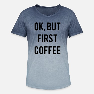 Grappige Koffie Quote Coffee Quote Ok But First Coffee - Mannen T-shirt met kleurverloop