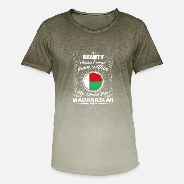 beauty comes from MADAGASCAR png - Men's Colour Gradient T-Shirt