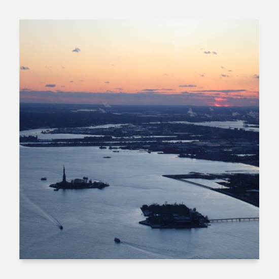 New York Poster - new york at sunset statue of liberty - Poster Weiß