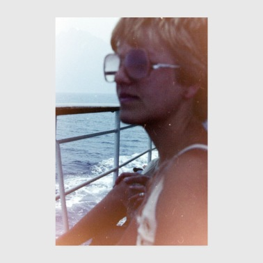 70s Vintage Girl on a boat - Poster 20x30 cm