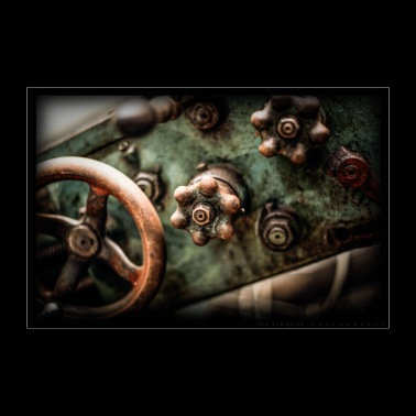Steering wheel and steering wheel, an old lathe. - Poster 36 x 24 (90x60 cm)