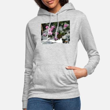 Sousse cyclamen under the snow - Women's Hoodie