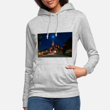 St. Catherine's Church illuminated in red with the moon - Women's Hoodie