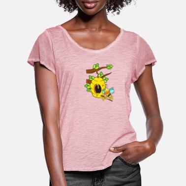 Honeybee with hive on the branch - Women's Ruffle T-Shirt
