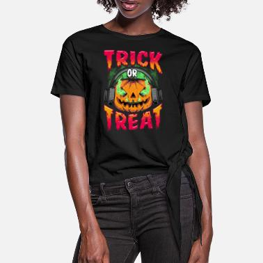 Evil Pumpkin with Trick or Treat headphones - Women's Knotted T-Shirt