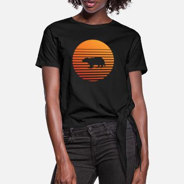 Badger silhuette in the sunset - Women's Knotted T-Shirt