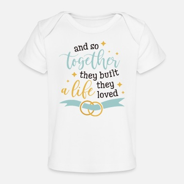 Romántico And So Together They Built A Life They Loved - Camiseta orgánica para bebé