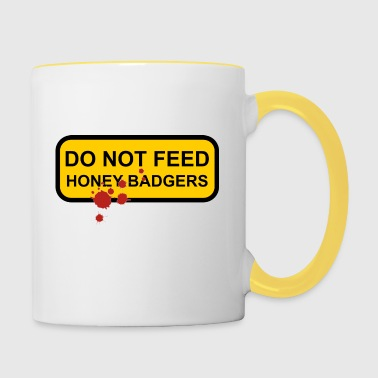 Do not feed honey badgers yellow sign - Contrasting Mug
