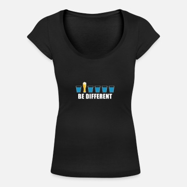 Be Different Beer Sauffn Party Fun Motiv - Women's Scoop-Neck T-Shirt