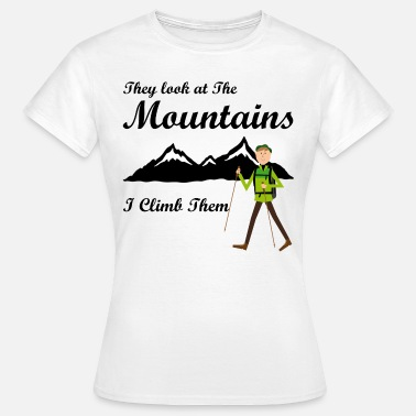 Alm Coole Sprüche They Look At The Mountains I Climb them - Frauen T-Shirt