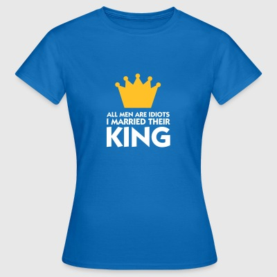 I Married The King Of Idiots! - Women's T-Shirt