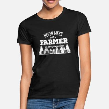 Funny Sayings never mess with a farmer - Women's T-Shirt
