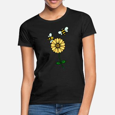 Buttercup Buttercup and bees - Women's T-Shirt