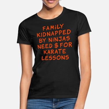 Mamma family kidnapped by ninjas need dollars for karate - Maglietta donna