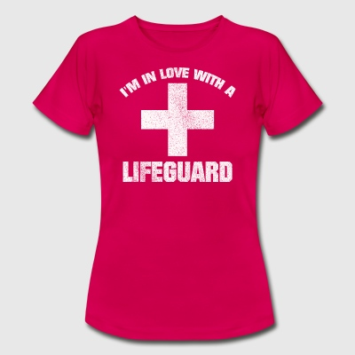 IN LOVE WITH A LIFEGUARD SHIRT - Frauen T-Shirt