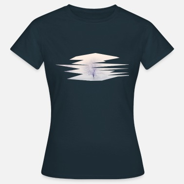 Expanse Icy expanse of tree in the snow - Women's T-Shirt