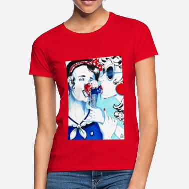 two girls and one ice cream - Women's T-Shirt