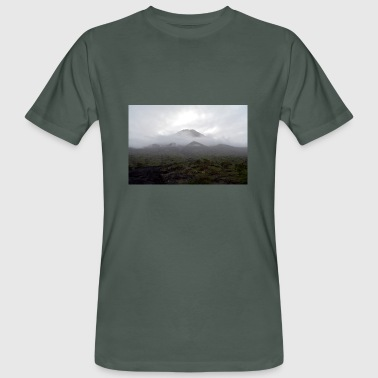 A volcano in the fog - Men's Organic T-shirt