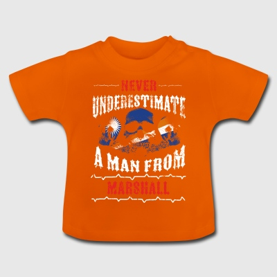 never underestimate man MARSHALL ISLANDS - Baby T-Shirt