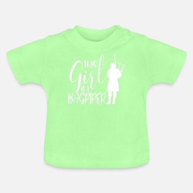 Whistle This Girl Is A Bagpiper I Dudelsack Mädchen - Baby T-Shirt