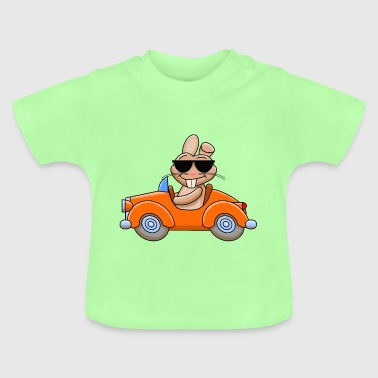 Cooler Hase fährt Auto - Baby T-Shirt
