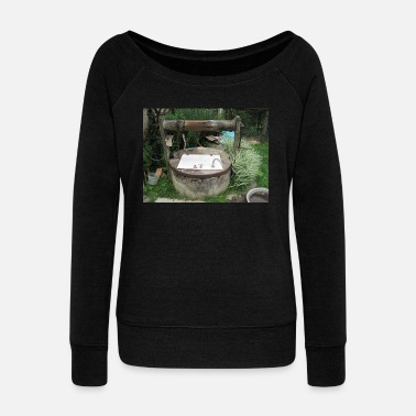 Fountain a fountain - Women's Wide-Neck Sweatshirt