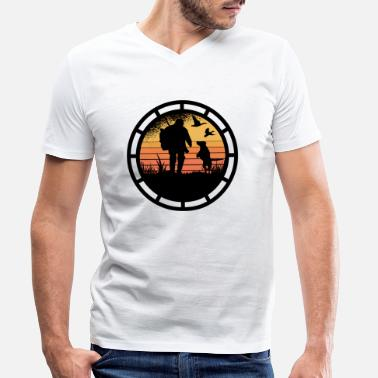 Shooting Club Never mess with a hunter. - Men's Organic V-Neck T-Shirt