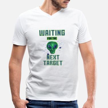 Target Waiting for the next target - Männer Bio T-Shirt mit V-Ausschnitt