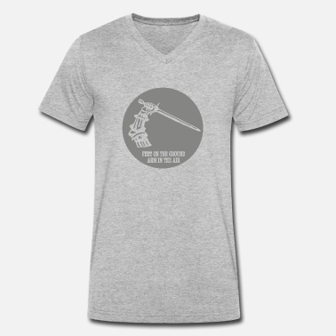 Feet on the ground...arm in the air - Männer Bio T-Shirt mit V-Ausschnitt