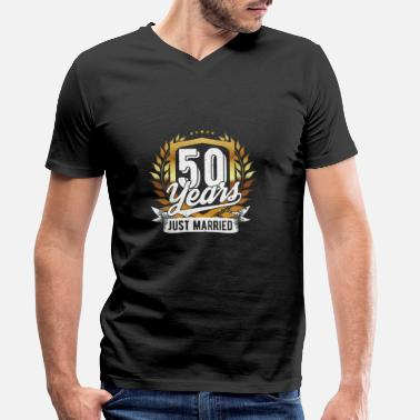 Goldhochzeit 50 years newly married - gold wedding - Men's Organic V-Neck T-Shirt
