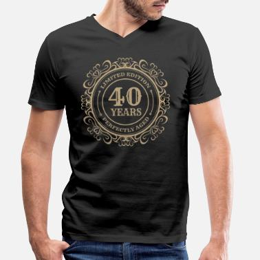 cbe94854 40th birthday Perfect vintage 40 years gift - Men's Organic V-. Men's  Organic V-Neck T-Shirt