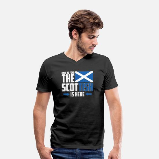 Gift Idea T-Shirts - Do not be afraid, the Scot is here - Men's Organic V-Neck T-Shirt black