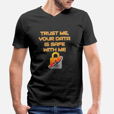 Trust Me Your Data Is Safe - Männer Bio T-Shirt mit V-Ausschnitt