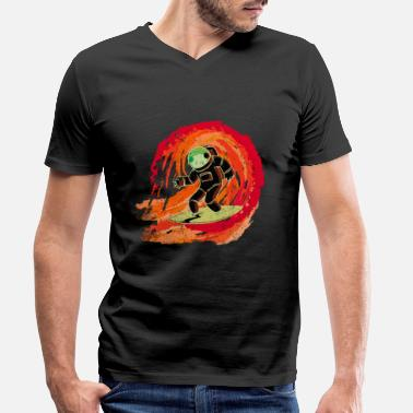 Galaxey Astronaut on surfboard rides on a wave - Men's Organic V-Neck T-Shirt