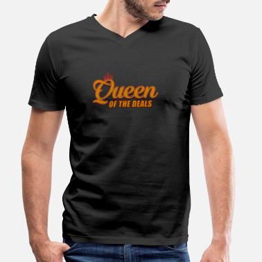 Bargain Queen of bargains - Men's Organic V-Neck T-Shirt