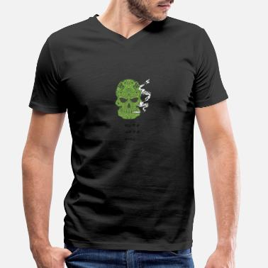 Cannabis smoking skull # 5 - Men's Organic V-Neck T-Shirt