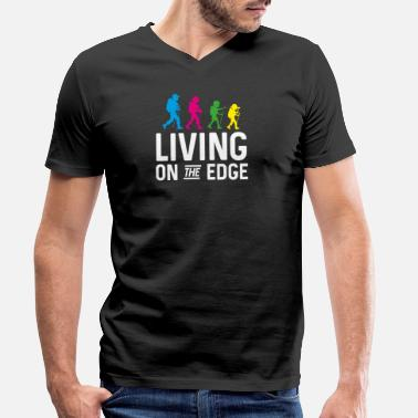 Living Living on the edge - climbing, bouldering - Men's Organic V-Neck T-Shirt