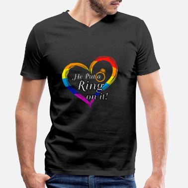 Stag LGBT Bachelor Party - HE PUT A RING ON IT !! - Men's Organic V-Neck T-Shirt