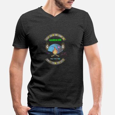 Gardasee Keep Calm And Camp On Gardasee - Männer Bio T-Shirt mit V-Ausschnitt